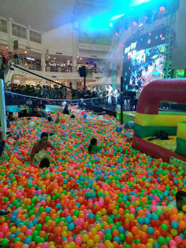 Acer-day-ball-pit-party-4